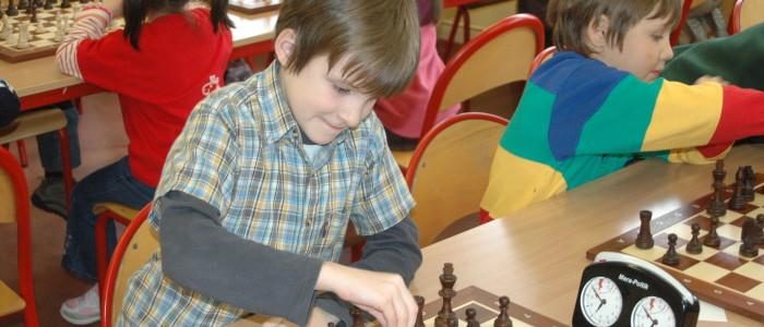 dzieci-na-turnieju-szachowym