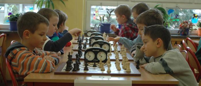 pierwszoklasisci-graja-w-szachy